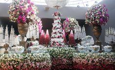 Empresa brasiliense Cioccolateria assina bolos e doces do casamento de Gusttavo Lima e Andressa Suita. Saiba todos os detalhes escolhidos pela noiva >>> www.luxodefesta.com