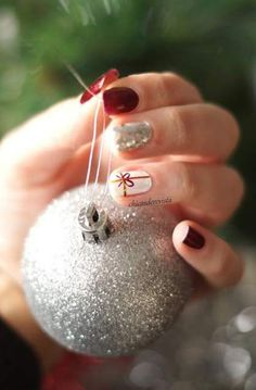 Quick and easy nail art tutorial # 4 Christmas is coming - Trendy Nail Art, New Nail Art, Easy Nail Art, Xmas Nails, Holiday Nails, Christmas Nails, Fast Nail, Christmas Nail Art Designs, Super Nails