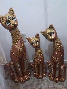 Lindas Ceramicas!!! Gatos Paper Mache Animals, Alley Cat, Animal 2, Clay Art, Quilling, Decoupage, Kitten, Sculptures, Pottery