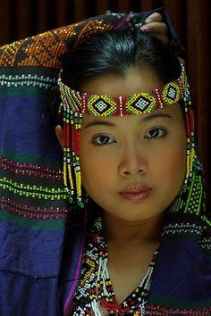 Colorful Philippine Portrait - Culture - Portrait - Title She' Beautiful World, Beautiful People, Beauty And Fashion, Beauty Around The World, Native American Women, American Indians, Beautiful Children, People Around The World, World Cultures