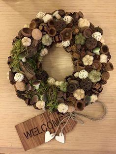 www.otletdekor.unas.hu Christmas Wreaths, Christmas Cards, Wreath Tutorial, Autumn, Fall, Diy And Crafts, Colours, Holiday Decor, Spring