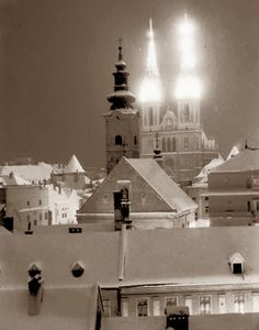 Zagreb - 1935. - katedrala - zima Collective Identity, Zagreb Croatia, World Cultures, Old Photos, Winter Wonderland, Statue Of Liberty, Taj Mahal, Places To Go, Around The Worlds