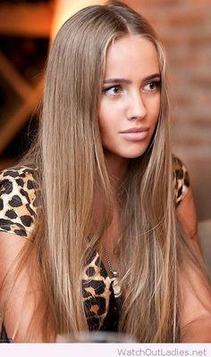 Long light brown hair with leo tee