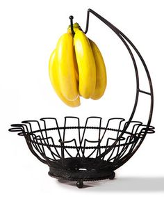 Go bananas with this terrific basket! Leave apples, pears, avocados and, of course, bananas to ripen at room temperature while clearing precious space on the kitchen counter.