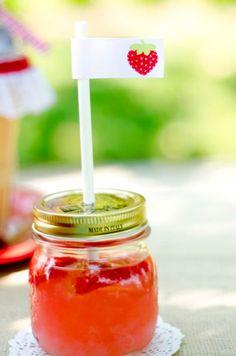 jars of strawberry lemonade