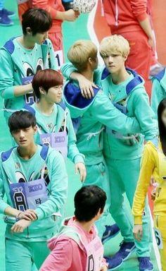Sehun and Luhan ♡ #EXO #HUNHAN Sehun looks like the possessive boyfriend...