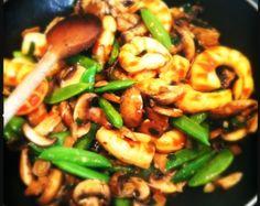 Sambal goreng udang capri is een lekkere roerbak maaltijd die binnen een handomdraai gemaakt is. Je kan dit gerecht combineren met rijst of met noedels. De kooktijd bedraagt echt niet meer dan 20 minuten. Door de toevoeging van de oosterse ingrediënten is...