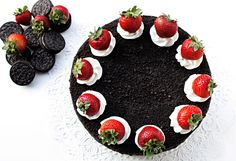Chocolate oreo cake with fresh strawberries   CakeJournal   How to make beautiful cakes, sweet cupcakes and delicious cookies