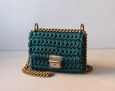 Emerald green crochet handbag | Crochet clutch bag | Boho chic accessory | Shoulder bag with a chain | Cross body chain flap hand bag