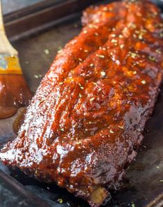 These Fall Off The Bone Ribs are a simple recipe that is bak.- These Fall Off The Bone Ribs are a simple recipe that is baked low and slow in the oven creating a tender, juicy and flavorful bbq dinner. HOW TO MAKE A DRY RUB FOR BAKED RIBS:We - Easy Oven Baked Ribs, Baked Bbq Ribs, Barbecue Ribs, Barbecue Recipes, Best Bbq Ribs, Best Ribs Recipe, Ribs Recipe Oven, Yummy Recipes, Pork Recipes