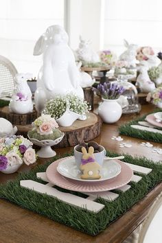 Elegant Easter tablescapes is the only way people are going to remember your Easter party. Check out best Easter Table decorations ideas and inspo here. Easter Table Settings, Easter Table Decorations, Easter Decor, Easter Ideas, Easter Centerpiece, Easter Food, Easter Parade, Hoppy Easter, Easter Bunny
