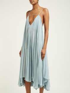 Jacquemus Bellezza Low Back Chiffon Midi Dress - Womens - Light Blue , Funky Wedding Dresses, Boho Fashion, Fashion Dresses, Retro Fashion, Vintage Fashion, Plain Dress, Beachwear, Chiffon, Bridesmaid Dresses