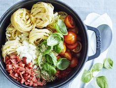 One pot-pasta med tomater, chorizo og basilikum Zucchini Tomato, Healthy Zucchini, Chorizo, Italian Sausage Soup, Spaghetti Bolognese, Food Crush, One Pot Pasta, Meal Planner, Quick Meals