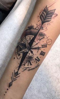 25 Fotos de tatuagens de rosa dos ventos para se inspirar Fotos e Tatuagens tattoo ideas Dreieckiges Tattoos, Forarm Tattoos, Circle Tattoos, Neue Tattoos, Arrow Tattoos, Body Art Tattoos, Tattoos For Guys, Compass Tattoos Arm, Tribal Forearm Tattoos