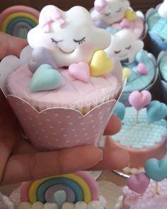 No photo description available. Unicorn Cupcakes, Cute Cupcakes, Unicorn Party, Unicorn Birthday, Baby Birthday, Birthday Parties, Baby Cakes, Baby Shower Cakes, Fondant Cupcake Toppers