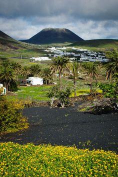 Los campos de Máguez con Monte Corona - Lanzarote, Islas Canarias
