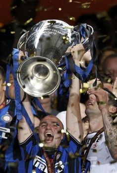 #Cambiasso exults with the Champions League