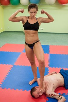 ebony foot wrestling