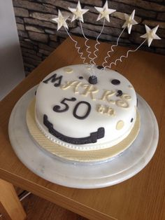 Musical notesmicrophone birthday cake fir 9 year old in black