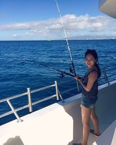Instagram의 Immer Besser 님: 눈뜨자마자 달려온 곳은 와이키키 앞바다 낚시  #hawaii #fishing #waikiki #낚시
