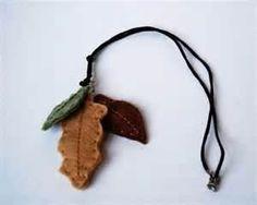 Felt leaf pendant...kinda cool!