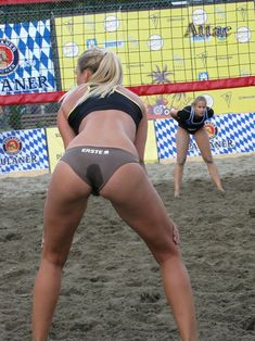 Unbelievable Volleyball Players Sexy Gap Selfies That Are Burnin' Up Our Screens! Girls Volleyball Shorts, Women Volleyball, Volleyball Players, Beach Volleyball, Cheerleading, Woman Beach, Beach Girls, Chen, Wife Jokes