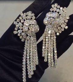 Diamond Flower, Diamond Jewellery, Diamonds, Brooch, Jewels, Earrings, Fashion, Ear Rings, Moda