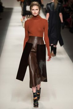 See all the Collection photos from Fendi Autumn/Winter 2015 Ready-To-Wear now on British Vogue Fashion Casual, Fashion Line, Love Fashion, Runway Fashion, Fashion Show, Autumn Fashion, Fashion Looks, Fashion Design, Fashion Trends