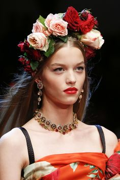 See detail photos for Dolce & Gabbana Spring 2018 Ready-to-Wear collection.