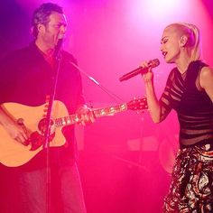 News: Gwen Stefani Joins Boyfriend Blake Shelton on Stage at His St. Paul Concert  And Periscopes the Whole Show!