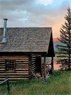 Log Home Decorating Rustic step 7726774161 - Rustic log images to kick-start a super classy decor. Tiny Cabins, Tiny House Cabin, Log Cabin Homes, Cabins And Cottages, Log Cabins, Mountain Cabins, Rustic Cabins, Mountain Homes, Old Farm Houses