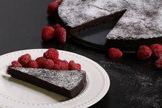Flourless Chocolate Cake - Low Carb Cake Recipe | Tasteaholics.com