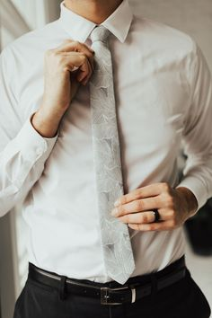 Description We pride ourselves in offering our customers some of the best skinny ties money can buy. Each DAZI tie is handmade from high quality imported fabrics. Fashion Moda, Mens Fashion, Fashion Wear, Fashion Pants, Fashion Clothes, Man Street Style, Streetwear, Skinny Ties, Groom Style