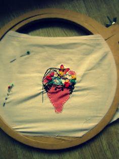 Frida Kahlo en proceso/ Frida Kahlo embrodery in process.  http://lavidaestandeliciosa.blogspot.com.ar/