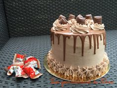 Schichtkuchen, que faire avec des kinder bueno, Schichtkuchen aux kinder bu . Cake Receipe, Layer Cake Recipes, Layer Cakes, Cake Au Nutella, Kind Photo, American Cake, Birthday Cakes For Women, Cupcakes, Chocolate Frosting