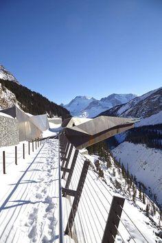 Puente mirador de vidrio: un paseo a 280 metros de altura para desafiar el vértigo