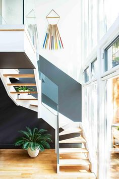 6 statement staircases to inspire. From the May 2016 issue of Inside Out magazine. Project by Jessica Helgerson Interior Design. Photography by Julie Thévenot. Available from newsagents, Zinio,www.zinio.com, Google Play, https://play.google.com/store/newsstand/details/Inside_Out?id=CAowu8qZAQ, Apple's Newsstand, https://itunes.apple.com/au/app/inside-out/id604734331?mt=8&ign-mpt=uo%3D4, and Nook.