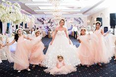 Rochie de mireasa stil printesa cu aplicatii de fluturi 3D. Bridesmaid Dresses, Wedding Dresses, Fashion, Bridesmade Dresses, Bride Dresses, Moda, Bridal Gowns, Fashion Styles, Weeding Dresses