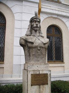 Reminders of Vlad Tepes are found in many places in Transylvania and Romania. This is in front of the military museum in Bucharest. Dracula Film, Count Dracula, Famous Vampires, Order Of The Dragon, Mein Land, Vampire Counts, Vlad The Impaler, Dragon History, Gothic Horror