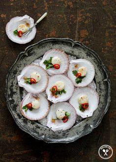 Scallops with a vodka and lime [Caipiroska] dressing Dried Scallops, Sea Scallops, Party Food Catering, Catering Ideas, Seafood Dishes, Seafood Recipes, Vodka Lime, Australian Food, Lime Dressing