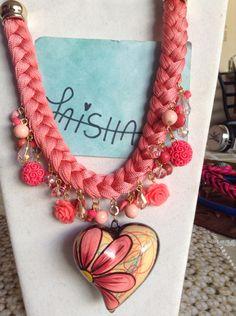 Collar de cerámica pintado a mano  Facebook Bisutería Laisha