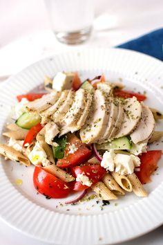 Grekisk kycklingpastasallad Caprese Salad, Healthy Recipes, Healthy Food, Food And Drink, Breakfast, Foodies, Sweets, Drinks, Beautiful
