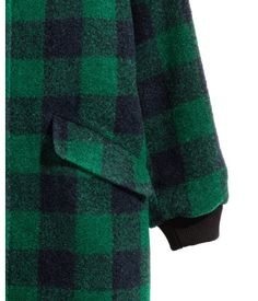 Emerald green/plaid. Short coat in felted fabric with a ribbed stand-up collar, snap fasteners at front, front pockets with flap, and ribbed cuffs. Quilted