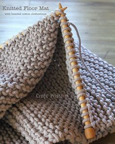 knitted floor mat made with braided cotton clotheslines, free pattern by Craft Passion
