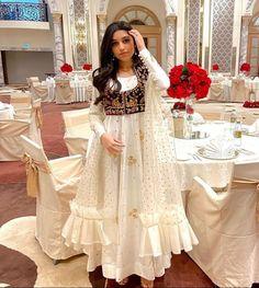 Pakistani Mehndi Dress, Beautiful Pakistani Dresses, Pakistani Dresses Casual, Indian Fashion Dresses, Beautiful Dresses, Latest Bridal Dresses, Wedding Dresses, Foto Frame, Indian Aesthetic