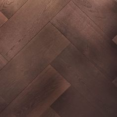 A guide to different parquet styles and other gorgeous wood flooring ideas Hardwood Floors In Kitchen, Parquet Flooring, Kitchen Flooring, Flooring Ideas, Wood Floor Pattern, Herringbone Wood Floor, Wood Parquet, Wood Planks, Modern Properties