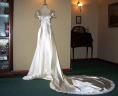 Timeless Antique 1940s Candlelight Ivory Satin and Lace Belle Bridal Wedding dress-Chantilly Lace Trim on Etsy, $1,100.00