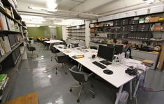 Office share in a large open studio in Dumbo (approx. 1,100 sq. ft) There are 1-4 desks available in the space which is ideal for designers, photographers, media and technology consultants, and any other entrepreneurial people.