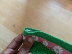 Step-by-step directions with pictures on how to make a towel wrap. Sewing Hacks, Sewing Projects, Projects To Try, Yoni Steam, Towel Wrap, Spa Towels, Massage Room, Ava, Make Your Own