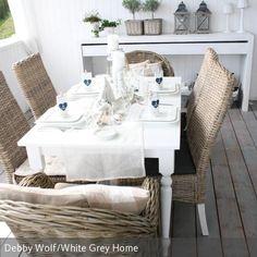Auch Der Neue Esstisch Mit Den Naturfarbenen Korbstühlen Bietet Noch  Genügend Platz Für Freunde Dekoriert Mit